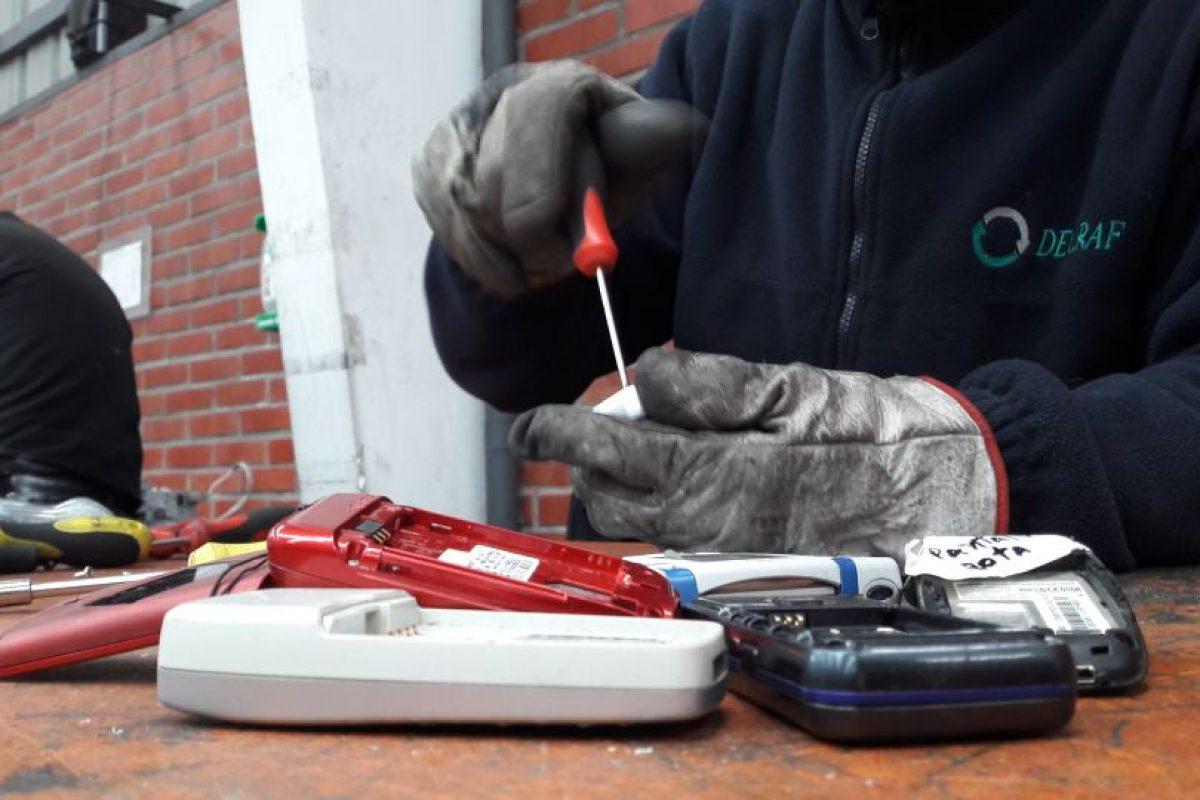 Así se reciclan los teléfonos celulares en Chile. Reportaje Publimetro