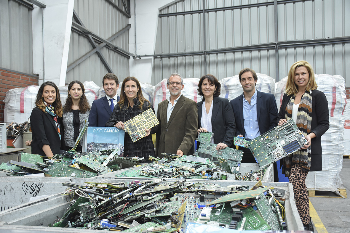 Ministra del Medio ambiente visita DEGRAF para promover el reciclaje de electrónicos